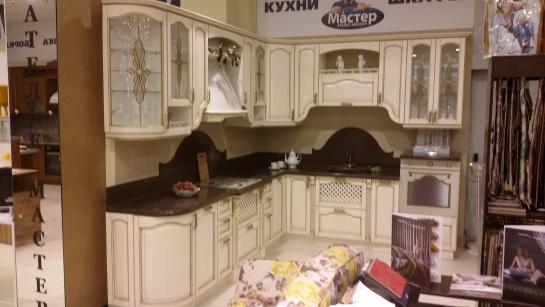 Кухня массив ясеня с золотой патиной и столешницей из искусственного камня с мойкой ПРОДАЕТСЯ с выставочного образца в ТРЦ Эльград - 445000